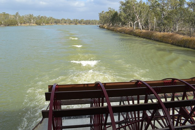 Experiencing the Murray River by Boat